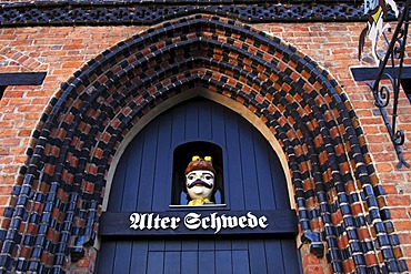 """Entrance to restaurant """"Alter Schwede"""", historic gothic style brick house in the Old Town of Wismar, UNESCO World Heritage Site, Mecklenburg-Western Pomerania, Germany, Europe"""