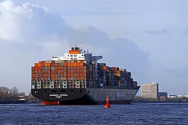 "Fully loaded containership ""Savannah Express"", Hapag-Lloyd, leaving Hamburg harbour on the River Elbe, Hamburg, Germany, Europe"