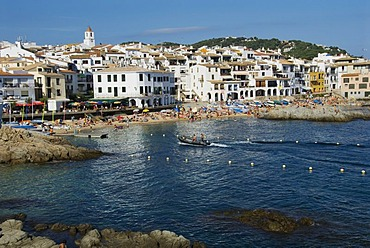 Beach with fishing boats, rocks and many holiday-makers at Calella de Palafrugell, northern Costa Brava, Gerona, Spain, Europe
