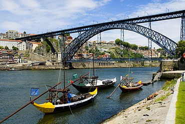 Gondola in front Ponte de D. Luis I bridge, designed by the architect Eiffel, Porto, Portugal, Europe