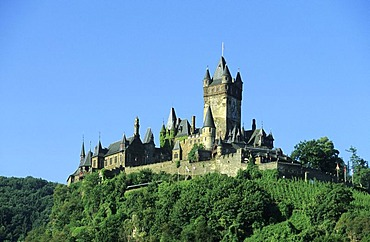 View of the Reichsburg Castle in Cochem, River Moselle, Rhineland-Palatinate, Germany