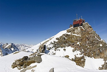 "Weather station and old mountain refuge known as the ""Zittelhaus"" on the Sonnblick mountain, 3105m, Hohe Tauern National Park, Salzburg, Austria, Europe"