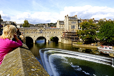 Pulteney Bridge flanked by shops across the River Avon, Bath, Wessex, England, UK
