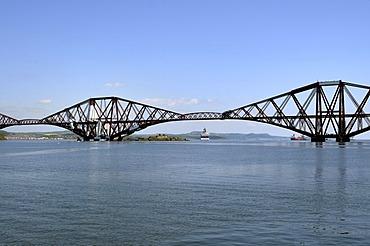 Forth Rail Bridge crossing the firth of Forth Fjord near Edinburgh, Scotland, Great Britain, Europe