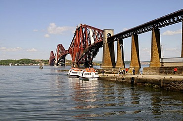 Forth Rail Bridge crossing the firth of Forth Fjord near Edinburgh, Scotland, Great Britain, Europe