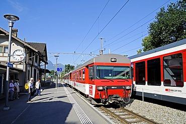Train, train station, people, Sachseln, Canton of Obwalden, Switzerland, Europe
