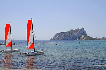 Cala Les Bassetes, beach, bay, sailing boats, watersport, school, mountain, Penon de Ifach, Calpe, Costa Blanca, Alicante, Spain, Europe