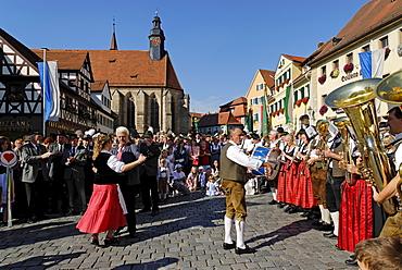 Parade with traditional costumes Marktplatz market square Feuchtwangen Middle Franconia Bavaria Germany