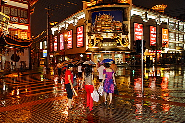 Rainy weather, new built quarter at the Yu-garden in the evening, Shanghai, China, Asia (composing)