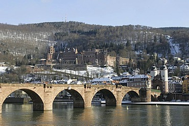 28.02.2005, DEU, Heidelberg, castle with Neckar in the winter sun