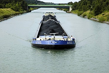 Cargo ship on the Dortmund Ems channel, freighter, channel ship, channel, inland navigation, inland navigation, NRW, Nordrhein Westphalia, Ruhr district, Germany