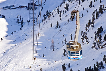 Gondola coming from Nendaz, going in the direction of the Les Gentianes (2900 meters), 4 Vallees, Valais, Switzerland