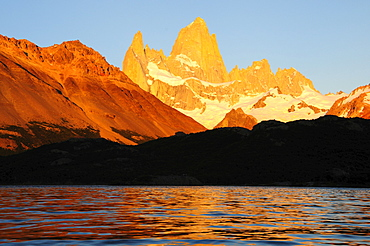 Mt. Fitzroy, 3375m, at sunrise, seen from Laguna Capri, Los Glaciares National Park, Patagonia, Argentina, South America