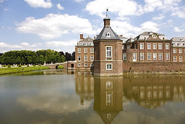 """Nordkirchen Castle, known as the """"Westphalian Versailles"""", builder prince archbishop of Plettenburg, beginning of the 18th century to the plans of Gottfried Laurenz Pictorius and his successor Johann Conrad Schlaun, Nordkirchen, Muensterland, North Rhine-"""