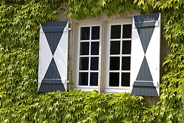 Shutters, Westerwinkel Moated Castle, baroque grounds with park, Ascheberg, Muensterland, North Rhine-Westphalia, Germany, Europe