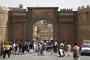 Bab El Yemen, historic town gate, made of brick clay, historic centre of Sanëaí, UNESCO World Heritage Site, Yemen, Middle East