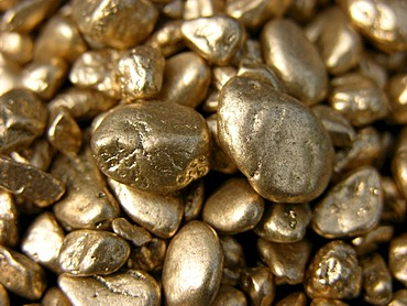 Goldnuggets, noble metal