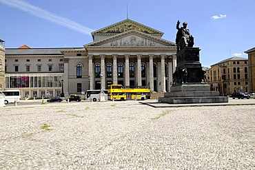 Nationaltheater, Oper, Opera House, sightseeing tour bus in front, Munich, Bavaria, Germany, Europe