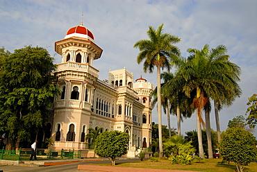 Colonial architecture, Cuban Royal Palms (Roystonea regia) growing around a Moorish villa in Cienfuegos, Cuba, Caribbean, Americas