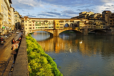 Ponte Vecchio Bridge crossing the Arno River in the historic centre of Florence, UNESCO World Heritage Site, Tuscany, Italy, Europe