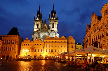 Old Town Square with T˝n Cathedral, Prague, UNESCO World Heritage Site, Czech Republik, Europe