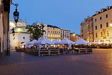 Street cafe on the Rynek Krakowski, Main Market Square, UNESCO World Heritage Site, Krakow, Poland, Europe