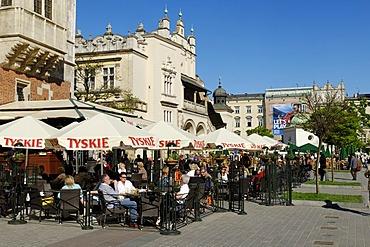 Street cafe in front of the Draper's Hall, Sukiennice, on Krakow Market Square, Rynek, UNESCO World Heritage Site, Poland, Europe
