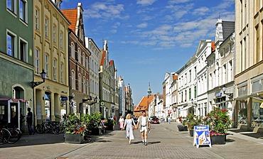 BRD Deutschland Mecklenburg Vorpommern City Wismar at the Pedestrian Zone People are shopping Market Square Coffeeshop Lubsche Road