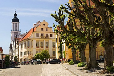 Karls square with the Virgins fountain and the houses of Amalien road, Catholic Church St. Peter, City of Neuburg at the river Donau founded as maintown of principality Pfalz-Neuburg 1505, Bavaria, Germany, BRD, Europe