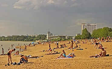 Beachside at the River Irtisch, Bather and Sunner at the Beachside of River Irtisch, Omsk, Sibiria, Russia, GUS, Europe,
