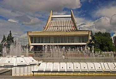 Music and Ballet Theatre with fountains, Omsk at the Rivers of Irtisch and Omka, Omsk, Sibiria, Russia, GUS, Europe,