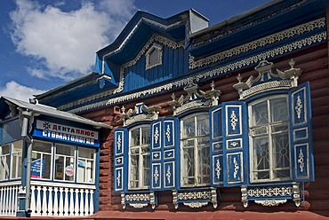 Beautiful painted old wooden Townhouse, Omsk at the Rivers of Irtisch and Omka, Omsk, Sibiria, Russia, GUS, Europe,