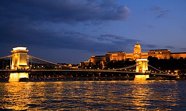 View to the illuminated Old Chain Bridge and the castle, Budapest, Hungary, Southeast Europe, Europe,