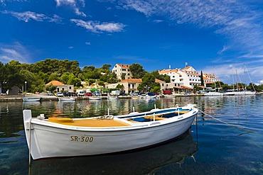 Boat in front of Pomena Harbour, Mljet Island, Dubrovnik-Neretva, Dalmatia, Croatia, Europe