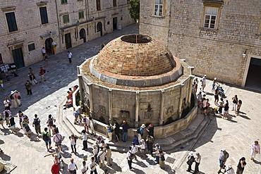 Big Onofrije's Fountain in the historic centre of Dubrovnik, Ragusa, Dubrovnik-Neretva, Dalmatia, Croatia, Europe
