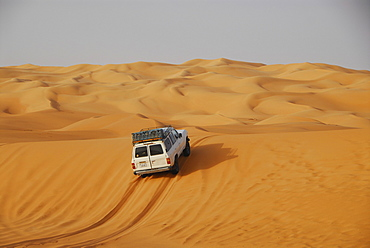 Jeep on dune, Ubari desert, Libya