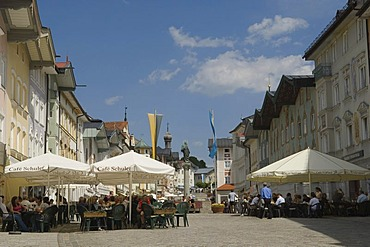 Pavement cafe, market street in Bad Toelz, Upper Bavaria, Bavaria, Germany