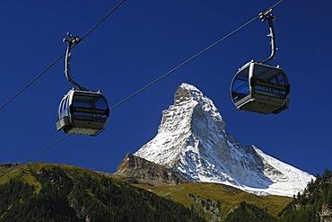 Empty gondolas of the Matterhorn-Express cable car railway, in front of Mt Matterhorn, Zermatt, Valais, Switzerland, Europe