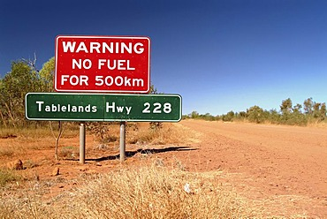 Warning sign in the outback, Tablelands Highway, Northern Territory, Australia