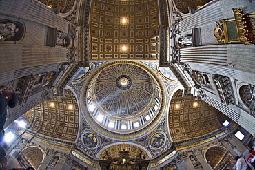 Crossing and cupola, interior of St. Peter¥s Basilica, Rome, Italy, Europe