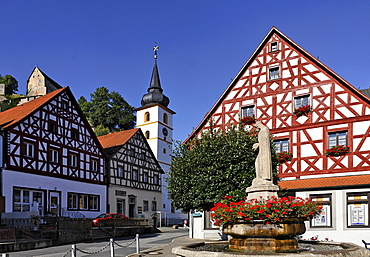 Main square with Elizabeth Fountain and Fachwerk-style houses, Pottenstein, Franconian Switzerland, Bavaria, Germany, Europe