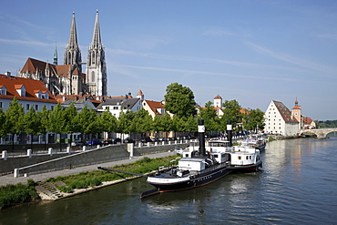 Cathedral, museum ship, Regensburg, UNESCO World Heritage Site, Danube River, Upper Palatinate, Bavaria, Germany, Europe