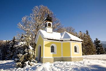 Chapel in a winter landscape, Klais near Mittenwald, Upper Bavaria, Germany, Europe