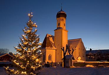 Church in the evening, illuminated, Christmas tree, Wallgau near Mittenwald, Upper Bavaria, Germany, Europe