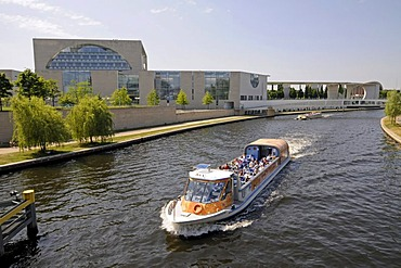 Passenger ship on the Spree River in front of the office of the federal chancellor, Berlin, Germany, Europe