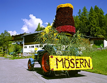 Parade float made of flowers, participant from Moesern, flower parade in Seefeld, Tirol, Austria