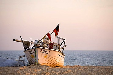 Fishing boat on Praia do Armacao de Pera, Algarve, Portugal, Europe
