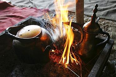JOR, Jordan : Traditonal way of making turkish coffee and tea, in a beduin tent beside the desert castle Qusair Amra. |