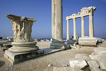 TUR Turkey Side : Turkish riviera, Ruins of the Apollon Temple. |