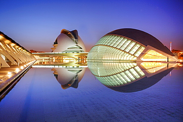 ESP, Spain, Valencia : Ciudad de las Artes Y de las Ciencias, City of arts and sciences. L'Hemisferic and Palau de les Arts Reina Sofia